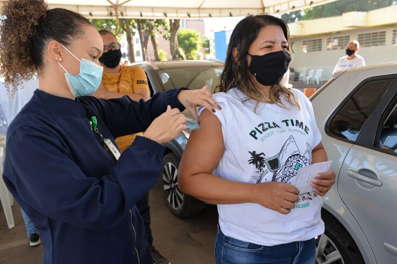 Mobilização do Sinpro-DF garante vacinação de gestores das escolas públicas